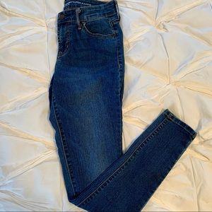 Old Navy Medium Wash Mid-Rise Super Skinny Jean